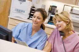 Krankenschwester | Krankenpfleger | Pflegeperson | Rentenversicherung | Selbständig | Scheinselbständig | Freiberuflich | Freiberufler | Befreiung | Rentenversicherungspflicht | Statusfeststellung